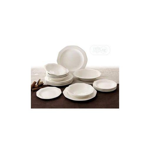 Classicus fehér étkészlet elegáns tányérkészlet 19 részes