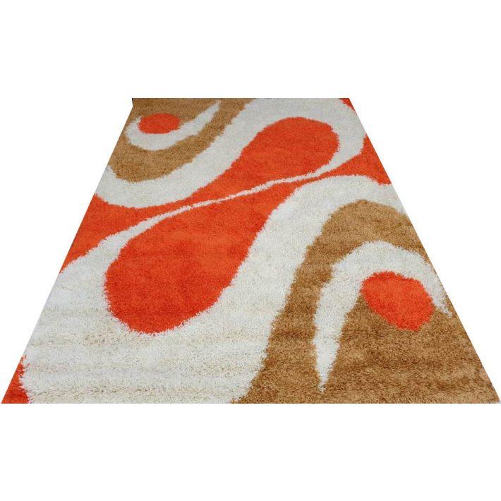 Piros shaggy szőnyeg, és az egész lakás fényben ragyog!